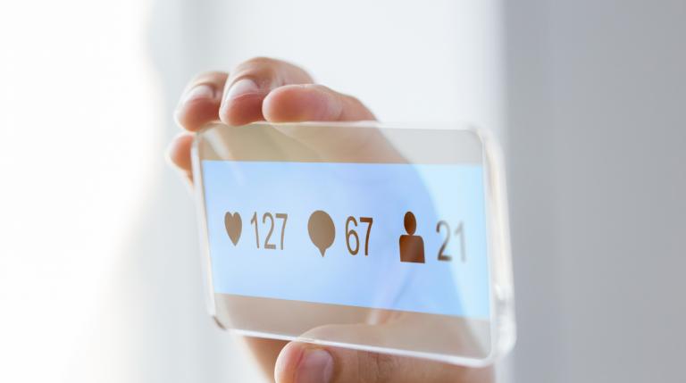 Instagram elimina lo swipe-up e introduce il link sticker